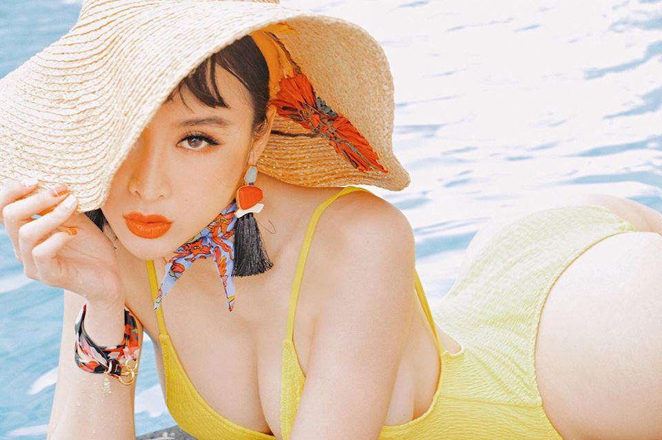 Angela Phương Trinh mặc bạo, lộ đùi phốp pháp khó tin - 10