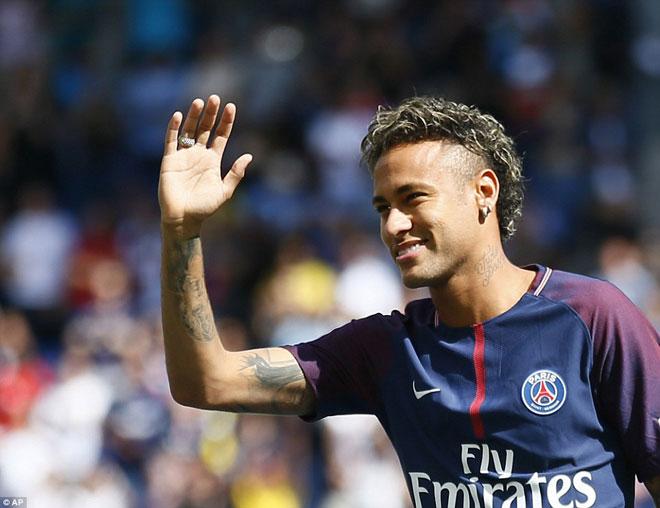 Neymar ra mắt trăm nghìn CĐV PSG: Hoành tráng như siêu sao Hollywood - 1