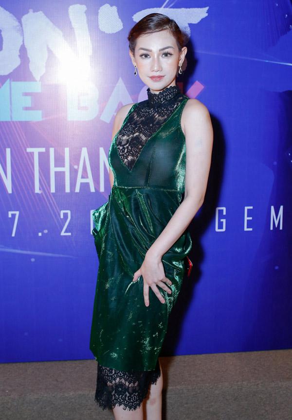 Minh Hằng diện váy hớ hênh lọt top sao mặc xấu nhất tuần - 4