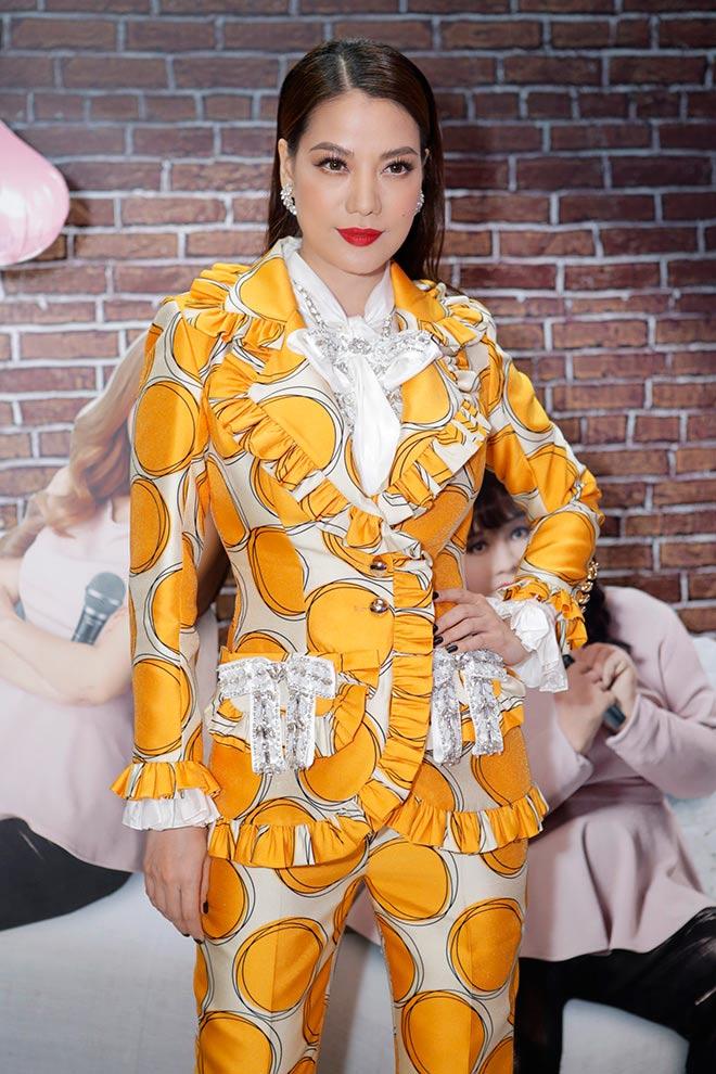 Minh Hằng diện váy hớ hênh lọt top sao mặc xấu nhất tuần - 7