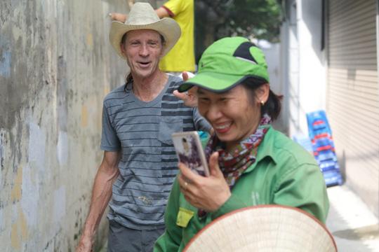 Gặp cựu binh dù Mỹ trở lại Hà Nội diệt… tường bẩn - 11