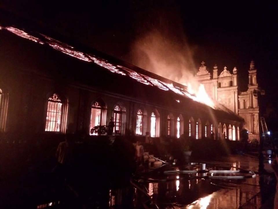 Nhà thờ cổ 130 năm tuổi bằng gỗ lim bị thiêu rụi trong đêm - 3