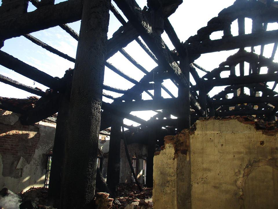 Nhà thờ cổ 130 năm tuổi bằng gỗ lim bị thiêu rụi trong đêm - 4
