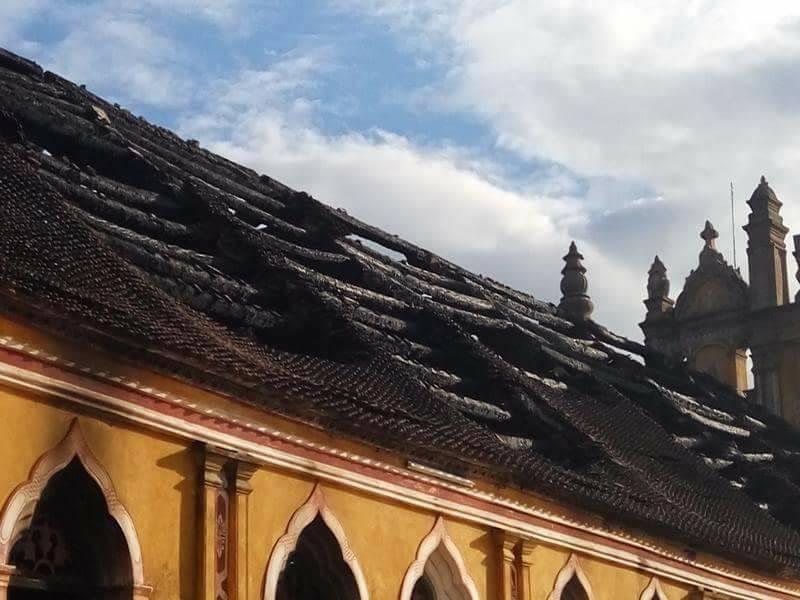 Nhà thờ cổ 130 năm tuổi bằng gỗ lim bị thiêu rụi trong đêm - 5