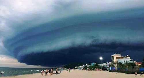 Đang xác minh thông tin mây kỳ quái tựa UFO trên biển Sầm Sơn - 3
