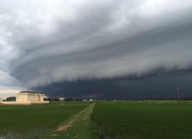 Mây kỳ quái tựa UFO xuất hiện ở Sầm Sơn: Nhìn thấy từ xa hàng chục km - 3