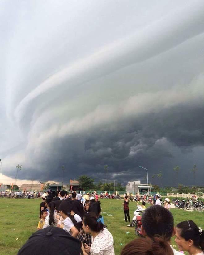 Mây kỳ quái tựa UFO xuất hiện ở Sầm Sơn: Nhìn thấy từ xa hàng chục km - 11