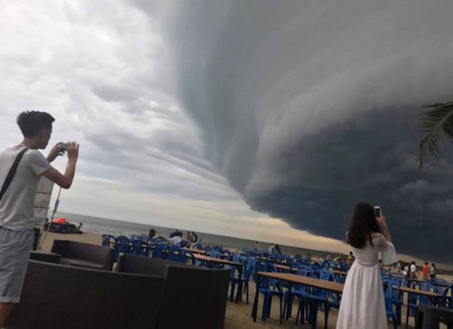 Mây kỳ quái tựa UFO xuất hiện ở Sầm Sơn: Nhìn thấy từ xa hàng chục km - 2