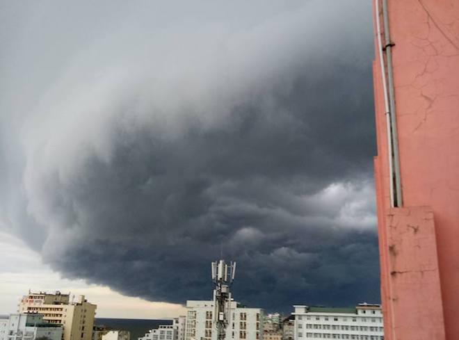 Mây kỳ quái tựa UFO xuất hiện ở Sầm Sơn: Nhìn thấy từ xa hàng chục km - 6