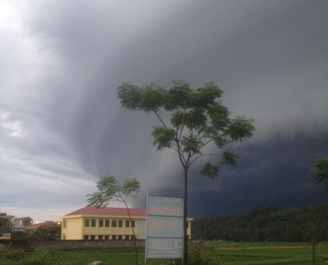 Mây kỳ quái tựa UFO xuất hiện ở Sầm Sơn: Nhìn thấy từ xa hàng chục km - 4