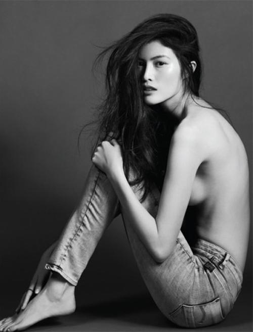 """Sắc vóc hoàn hảo của """"thiên thần"""" nội y đam mê chụp ảnh bán nude - 2"""