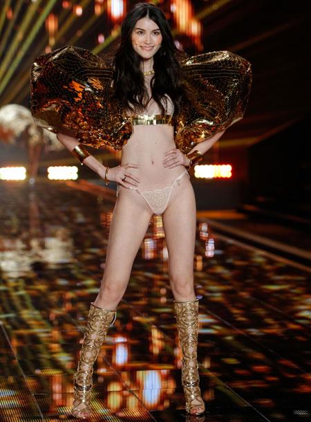 """Sắc vóc hoàn hảo của """"thiên thần"""" nội y đam mê chụp ảnh bán nude - 11"""