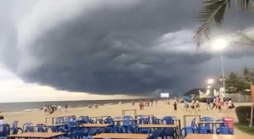 """Vụ mây kỳ quái tựa UFO ở Sầm Sơn: """"Ảnh tôi chụp là thật 100%"""" - 4"""