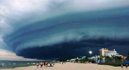 """Vụ mây kỳ quái tựa UFO ở Sầm Sơn: """"Ảnh tôi chụp là thật 100%"""" - 5"""