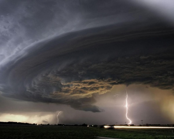 """Đám mây kì lạ """"nuốt chửng"""" biển Sầm Sơn từng xuất hiện nhiều nơi - 8"""