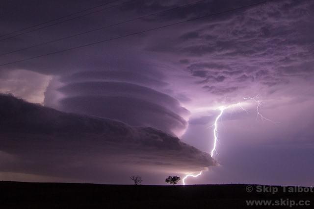 """Đám mây kì lạ """"nuốt chửng"""" biển Sầm Sơn từng xuất hiện nhiều nơi - 5"""