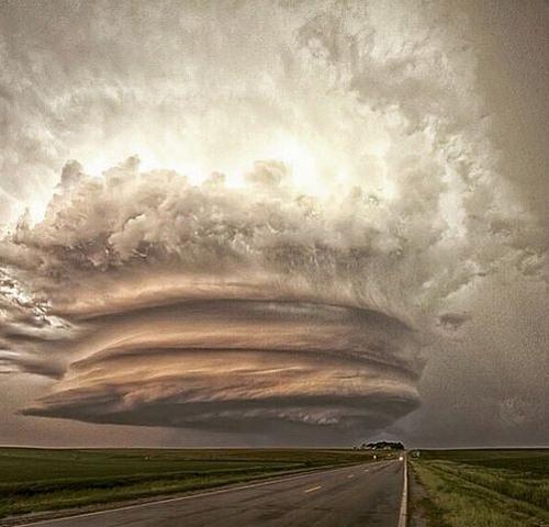 """Đám mây kì lạ """"nuốt chửng"""" biển Sầm Sơn từng xuất hiện nhiều nơi - 7"""