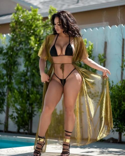 """""""Nàng dâu hụt"""" nhà Kardashian đẹp phồn thực với những bộ bikini siêu hiểm hóc - 2"""