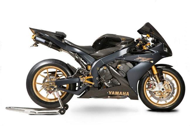 2006 Yamaha YZF-R1SP vốn là dòng môtô có độ độc quyền cao. Riêng tại thị trường Úc, mẫu xe này chỉ có đúng 26 chiếc được bán ra. Ảnh YZF-R1SP bản độ với vật liệu sợi carbon và vàng 24 karat.