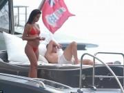 """Bóng đá - Ronaldo """"u sầu"""" vì nghi án trốn thuế, mặc bạn gái diện bikini bốc lửa"""