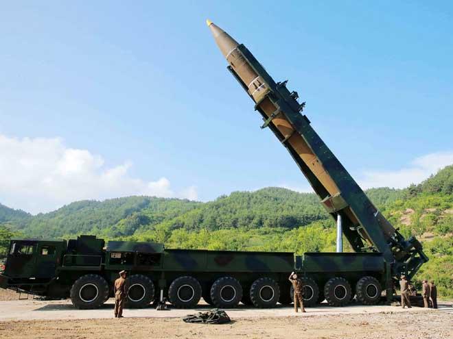 Chuyên gia nhận định sốc về tên lửa hủy diệt của Triều Tiên - 2