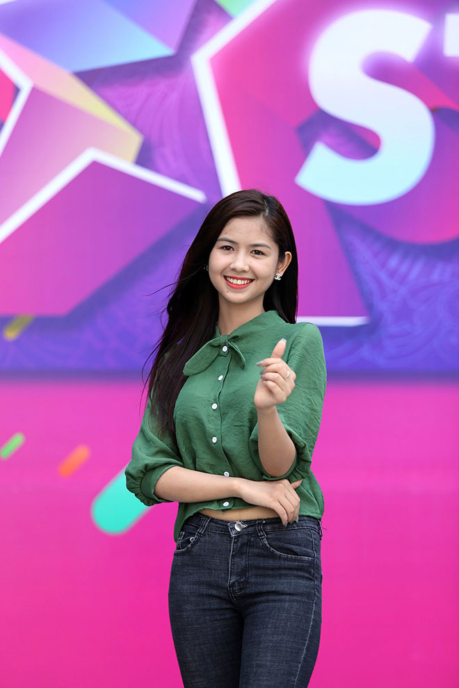"""Hot girl """"chân khoèo, mắt lác"""" gây bất ngờ ở cuộc thi Miss Teen - 9"""