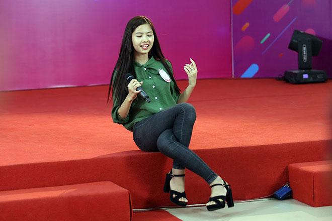 """Hot girl """"chân khoèo, mắt lác"""" gây bất ngờ ở cuộc thi Miss Teen - 11"""