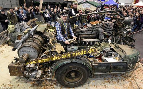 Kinh hoàng môtô mang động cơ xe tăng 1000 mã lực - 2