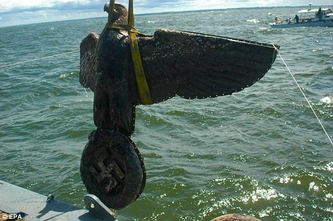 Biểu tượng phát xít Đức dưới biển sâu được bán giá 300 tỉ - 1