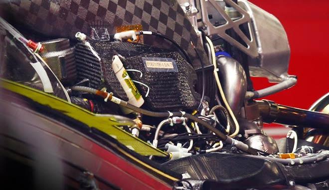 Đua xe F1, cuộc chiến Mercedes - Ferrari: Đổ thêm dầu vào lửa - 2