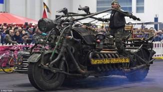 Kinh hoàng môtô mang động cơ xe tăng 1000 mã lực