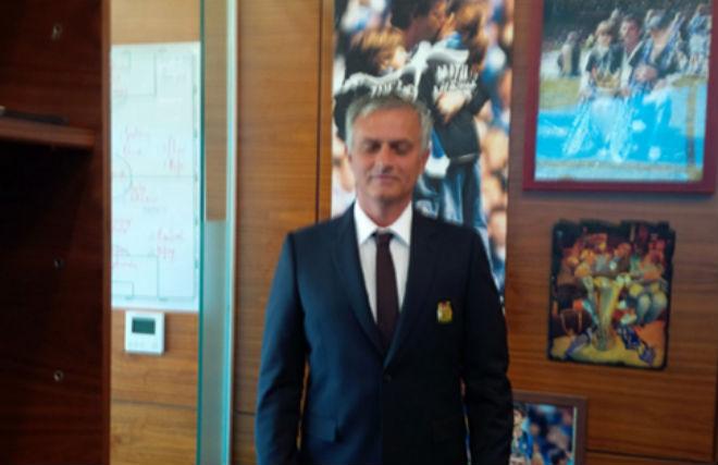 MU lộ đội hình đấu Real siêu Cúp: Mourinho chơi chiêu hay… lộ thật? - 2
