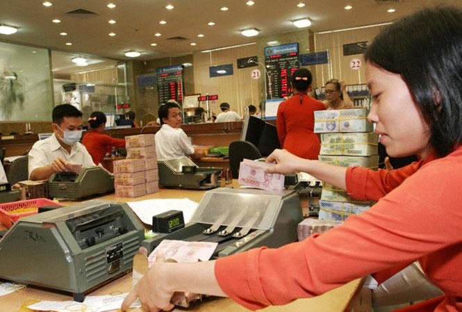 """Tăng tín dụng, hạ lãi suất: Nhiều tác động """"lạ"""" đến cổ phiếu ngân hàng - 1"""