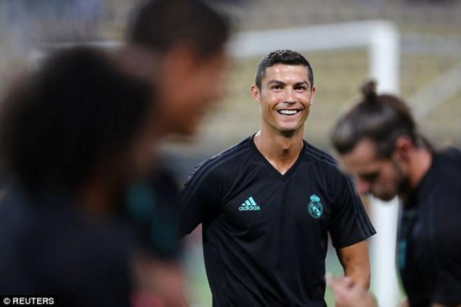 Siêu cúp châu Âu Real - MU: Ronaldo khoe 6 múi, tập sung chờ tái xuất - 2