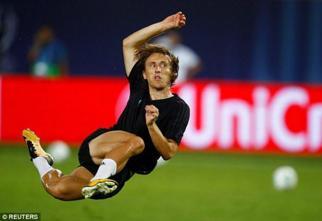 Siêu cúp châu Âu Real - MU: Ronaldo khoe 6 múi, tập sung chờ tái xuất - 11