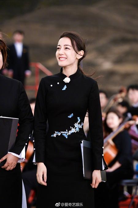 """Địch Lệ Nhiệt Ba: """"Hoa tuyết Tân Cương"""" xinh đẹp của màn ảnh Hoa ngữ - 4"""