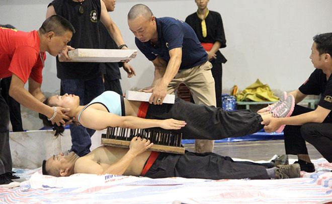 """Nghẹt thở chứng kiến nữ võ sĩ thi triển công phu """"Thiết bố sam"""" - 4"""
