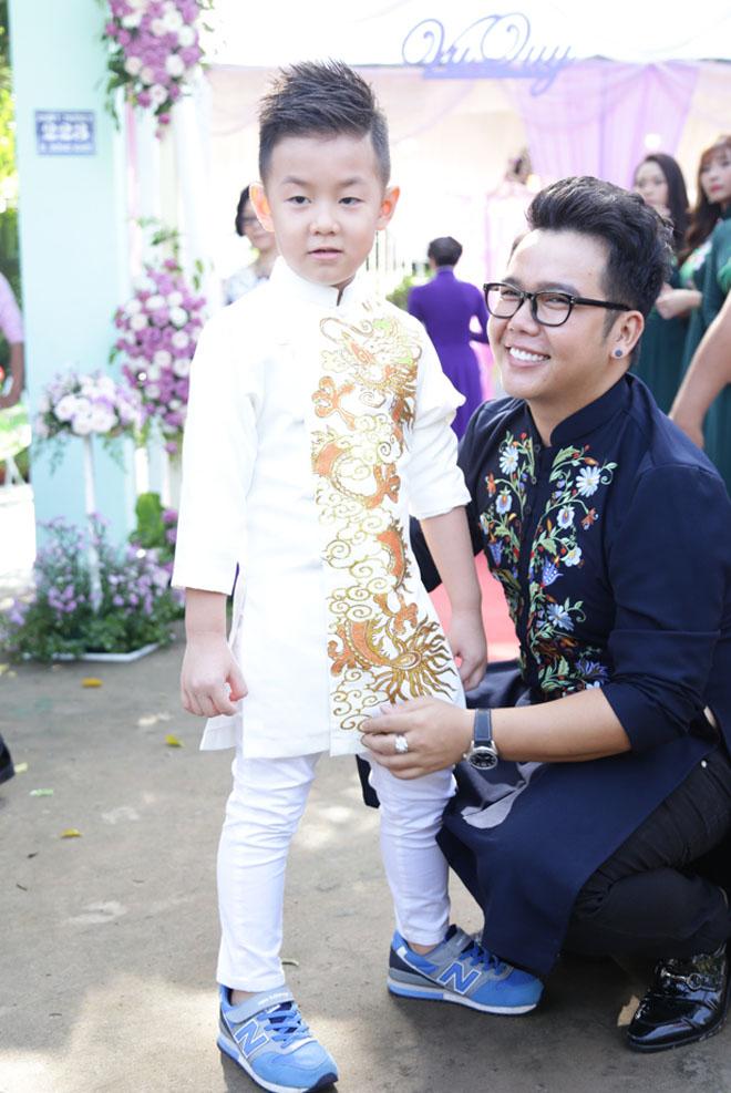 Con trai quấn quýt Lê Phương không rời trong ngày mẹ tái hôn - 1