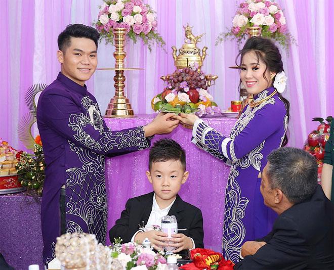 Con trai quấn quýt Lê Phương không rời trong ngày mẹ tái hôn - 4