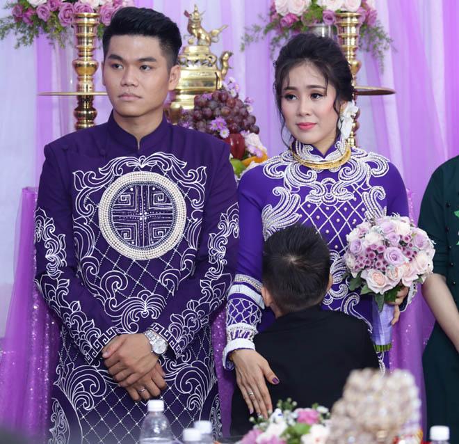 Con trai quấn quýt Lê Phương không rời trong ngày mẹ tái hôn - 6