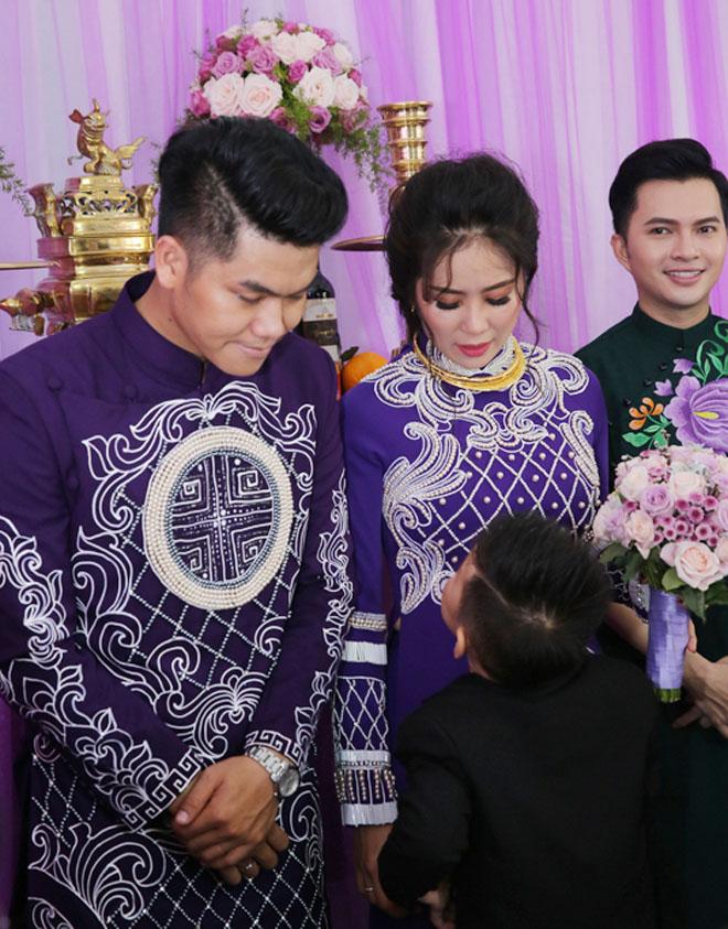 Con trai quấn quýt Lê Phương không rời trong ngày mẹ tái hôn - 7