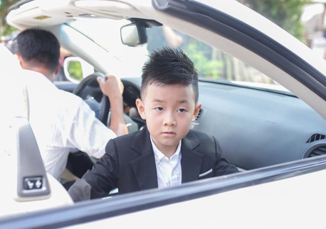 Con trai quấn quýt Lê Phương không rời trong ngày mẹ tái hôn - 9