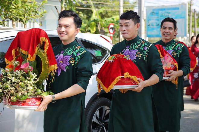 Con trai quấn quýt Lê Phương không rời trong ngày mẹ tái hôn - 11