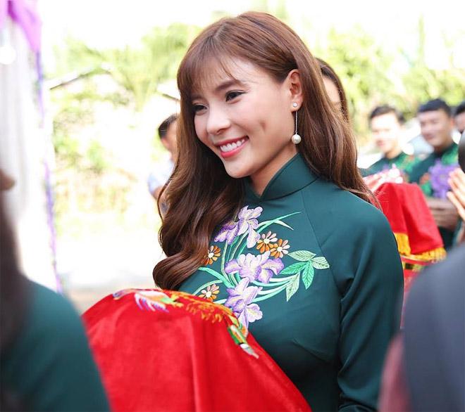 Con trai quấn quýt Lê Phương không rời trong ngày mẹ tái hôn - 12