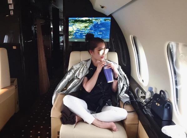 Hội con nhà giàu Malaysia khoe chuyên cơ trên báo nước ngoài - 2