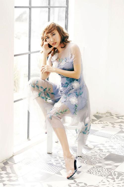Mỹ nữ làng hài Việt mờ ảo khoe dáng với váy mỏng tang - 10