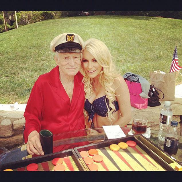 Bà chủ tạp chí Playboy có bầu khi chồng đã ngoài 90 tuổi - 3