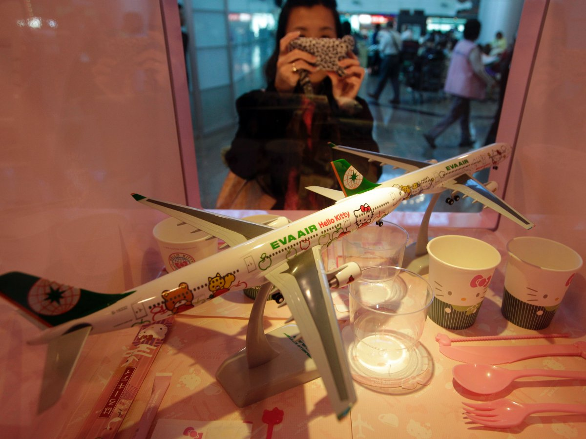 Khám phá máy bay Hello Kitty dễ thương nhất thế giới - 7