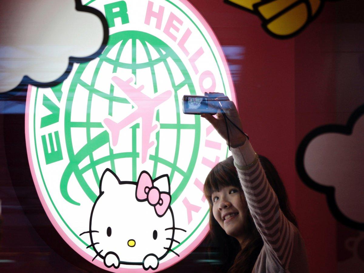 Khám phá máy bay Hello Kitty dễ thương nhất thế giới - 6