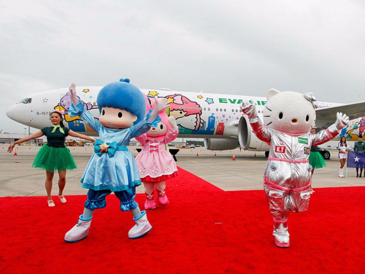 Khám phá máy bay Hello Kitty dễ thương nhất thế giới - 1